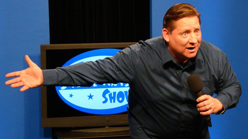 comedian tom kelly proves - 800×450